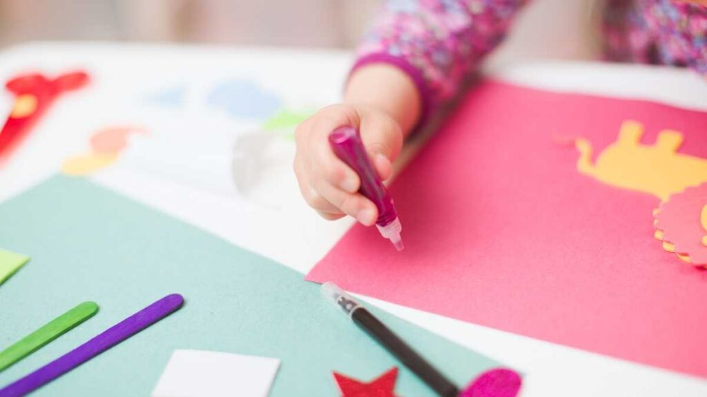 toddler independent play with craft